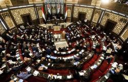 الأسد يرفع الأجور بنسبة 50 بالمئة على وقع انهيار الليرة