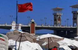 النيابة تصرح بدفن 6 جثث ضحايا حوادث الغرق بالإسكندرية.. والشواطئ ترفع الرايات الحمراء