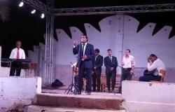 عروض موسيقى وعرائس بالمسرح المتنقل في أسوان