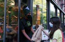 أمريكا تفرض الكمامة على المطعّمين في الأماكن الخطرة