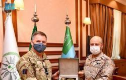 """""""الرويلي"""" يستعرض مع مسؤول عسكري بريطاني سبل دعم التعاون الثنائي"""