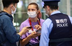 فيديو.. لحظة هروب عدّاءة بيلاروسيا في مطار طوكيو واحتمائها بالشرطة