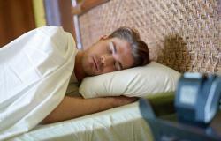 لا تخلد للنوم بمعدة خاوية.. هذا الطعام يساعد على حرق الدهون ليلًا