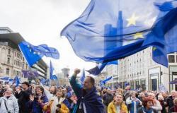 أوروبا نحو تحقيق المناعة الجماعية وأمريكا تدعم 60 دولة باللقاح
