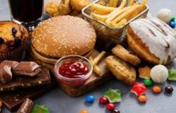تقليل السكريات أم الدهون.. ما الأفضل لخفض الوزن؟