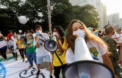 الحكومة البرازيلية تعلن رغبتها في وقف تطعيم معظم المراهقين من مرض كورونا