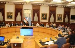 محافظ القاهرة يعقد اجتماعا مع مسؤولي مركز معلومات شبكات المرافق
