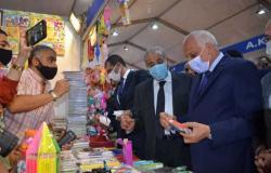تخفيضات تصل لـ30%.. وزير التموين ومحافظ الجيزة يفتتحان معرض «أهلا مدارس»