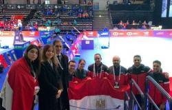 سفير مصر بهلسنكي يلتقي المنتخب الوطني للريشة الطائرة المشارك في كأس العالم