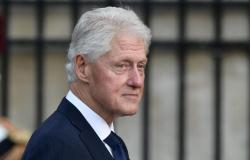 بيل كلينتون يغادر المستشفى بعد التهاب في الدم