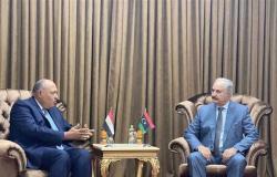 شكري يزور بنغازي لمتابعة أعمال تجهيز القنصلية المصرية ويلتقي خليفة حفتر