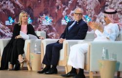 """جلسة حوارية بمنتدى """"السعودية الخضراء"""" تناقش """"التحول إلى الأخضر بإقامة مشاريع ضخمة"""""""