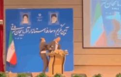 بالفيديو.. محافظٌ إيراني يبدأ مهامه الرسمية بصفعة أثناء تنصيبه