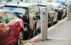 مسؤول سعودي: 30% من سيارات الرياض ستصبح كهربائية بحلول 2030