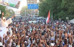 المعتصمون المؤيدون للجيش يغلقون وسط العاصمة السودانية