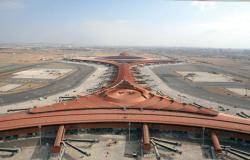 مطار جدة ينفذ مبادرة لتوزيع 15 ألف شتلة نباتات على المسافرين