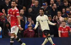 """""""صلاح"""" يقود ليفربول لانتصار تاريخي على مانشستر يونايتد"""