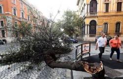 إيطاليا تغلق المدارس والمتنزهات ومراكز التطعيم بسبب سوء الأحوال الجوية