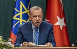 أردوغان يتراجع عن طرد السفراء