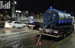بالصور.. فرق طوارئ الطائف تتعامل بكفاءة مع أمطار ظهيرة الخميس