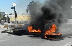 """أهالى قرية بالمنيا يشعلون النار فى """"إطارات الكاوتش"""" لقطع الكهرباء"""