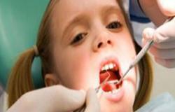 أسباب سقوط أسنان الطفل بين الحين والآخر