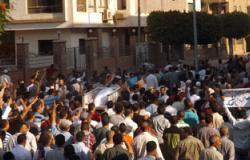 وصول قوات الأمن وإطلاق قنابل الغاز لتفريق المتظاهرين بالمنصورة