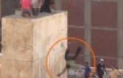 """فيديو جديد يُظهر بشاعة تعامل مؤيدي مرسي مع """"حمادة"""" ضحية سيدي جابر"""