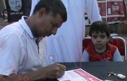 بالصور.. توقيع استمارات تأييد الجيش بميدان النصر فى كفر الشيخ