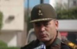 """قائد الجيش الثالث يقدم هدية تذكارية لمواطن بالسويس أطلق اسم """"السيسي"""" على مولوده"""