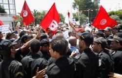 توافد المحتجين إلى ساحة باردو بتونس من المعارضين والمؤيدين للحكومة