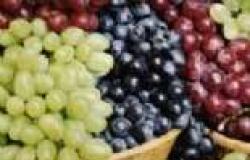 """دراسة: العنب """"ملك الفواكه"""" يقلل خطر الإصابة بالنوبات القلبية وجلطات الدم"""