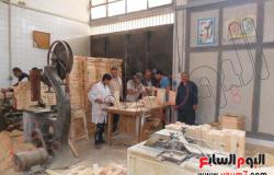 بالصور.. تلاميذ المدرسة المعمارية يصنعون أثاث مدارس الإسماعيلية