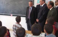 وزير التعليم يتابع مستوى الطلاب بمدرسة بنى عليج بأسيوط
