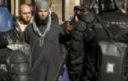 الأمن الفرنسي يضبط عناصر إخوانية أثناء تظاهرهم أمام مكتب الدفاع بدون تصريح