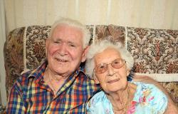 في عيد زواجهما الـ76.. زوجة تلحق بزوجها بعد ساعات من وفاته