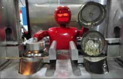 بالصور والفيديو.. «الروبوتات» تقدم الطعام وتحيي الزبائن في مطعم صيني