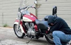 القبض على عاطلين لسرقتهما دراجة بخارية من موظف بـ15 مايو