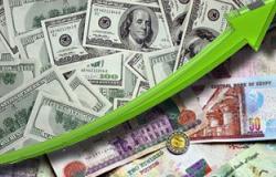 الدولار يرتفع لـ837 قرشًا فى السوق السوداء بعد الخفض الثانى للجنيه