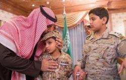 """بالصور..وزير الدفاع السعودى يقدم التعاز لأسرة الشهيد """"محمد السهيان"""""""