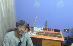 ضبط عاطل و1.2 كيلو حشيش داخل منزل تاجر مخدرات بسوهاج