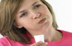 تنظف الفم لكن كل شىء بحساب.. تعرف على مخاطر الإفراط فى استخدام الغرغرة