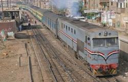 إصابة راكب قطار بالمنيا وتحطم زجاج أحد العربات بعد إلقاء مجهول للحجارة