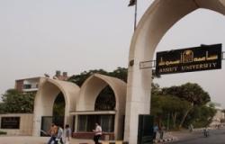 طلاب معهد التمريض بجامعة أسيوط يتضررون من مادة غير مقررة عليهم
